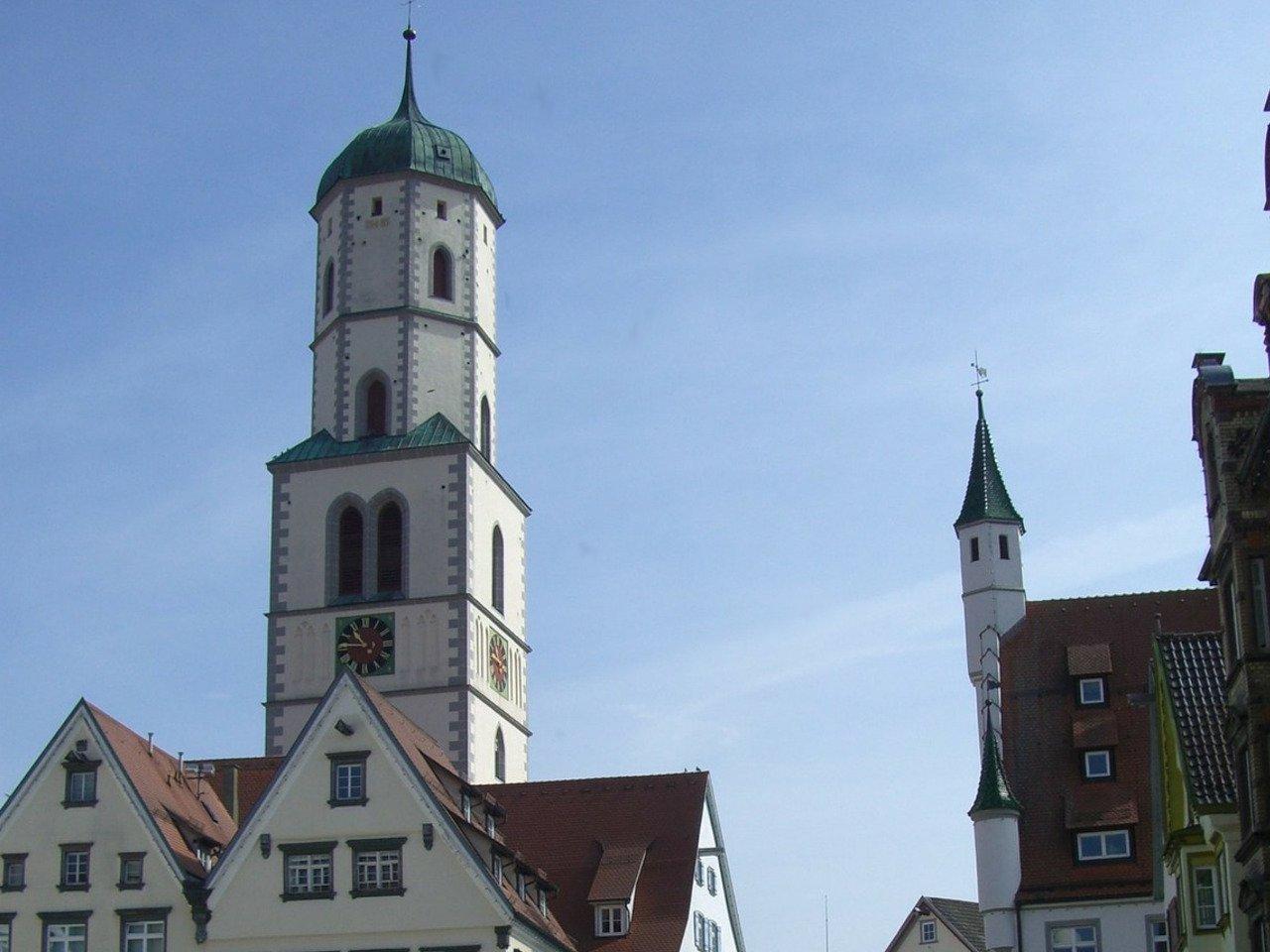 Bild zeigt Biberacher Stadtpfarrkirche als Sinnbild, dass die SEO Agentur in BC tätig ist